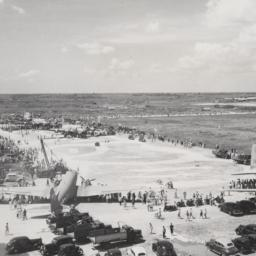Crowds at Kiangwan Airfield...